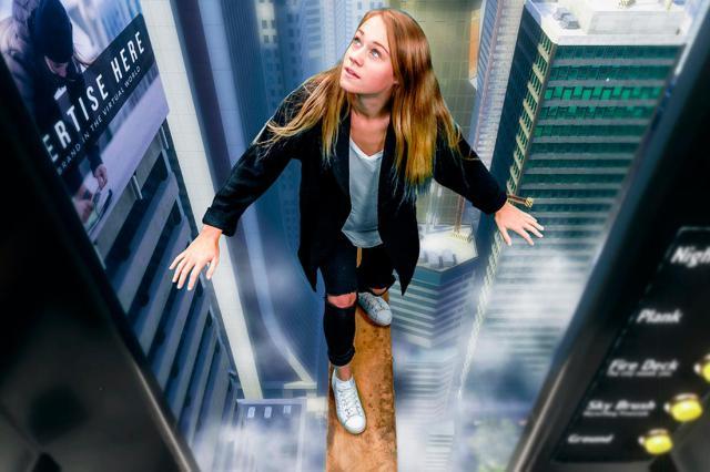 Juego para vértigo en rascacielos Richies Plank Experience
